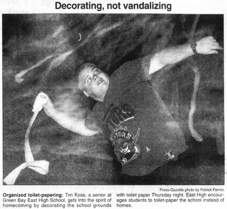 toilet-papering - Green Bay Press-Gazette (Wisconsin) – 29 September 1995
